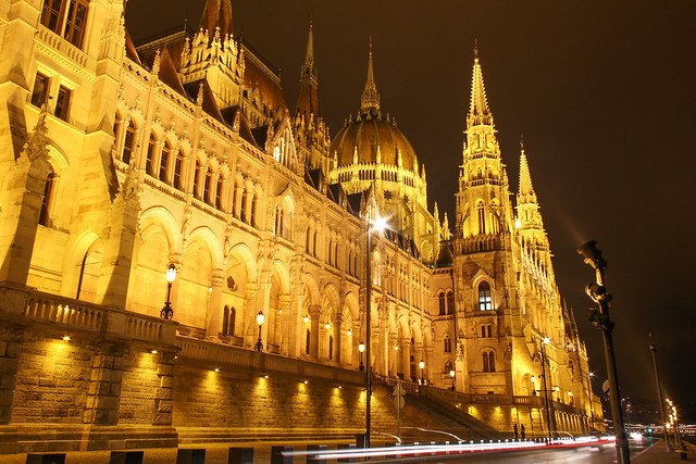 Traffic in front of the hungarian Parliament at night 2