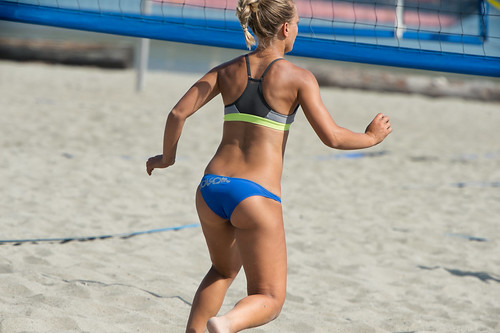 Stephanie Gilmore almost falls out of her swimsuit while