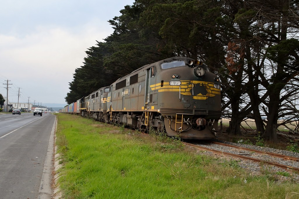 A79-A81-X49 9462 departing Morwell by LOCOPOWER
