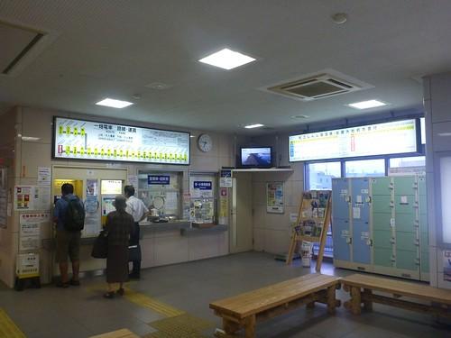 Ichibata Railway Dentetsu-Izumoshi Station   by Kzaral