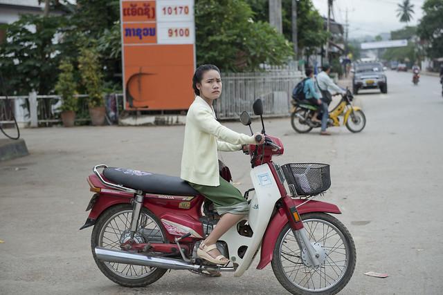 LAO069 Laotian woman rider - Luangprabang 69 - Laos