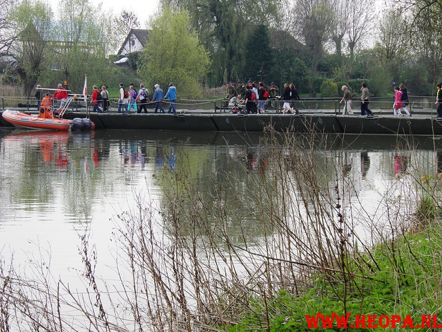 16-04-2011     Rode-Kruis   Bloesem   wandeltocht 26 Km (37)