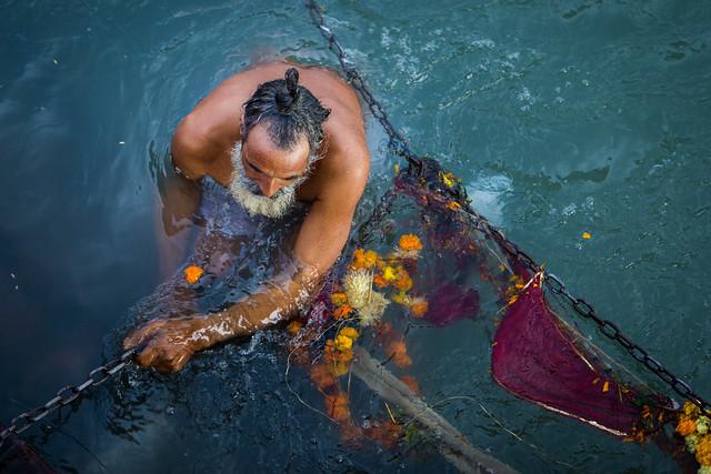 Inde du nord 2014: bain sacré dans le gange (Haridwar).