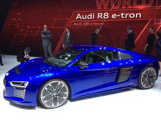 Audi-2015-R8-e-tron-07