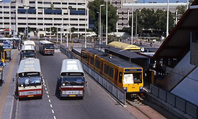 Utrecht CS bus en tram GVU en Westnederland 21-8-1986