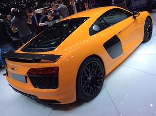 Audi-2015-R8-V10-plus--12