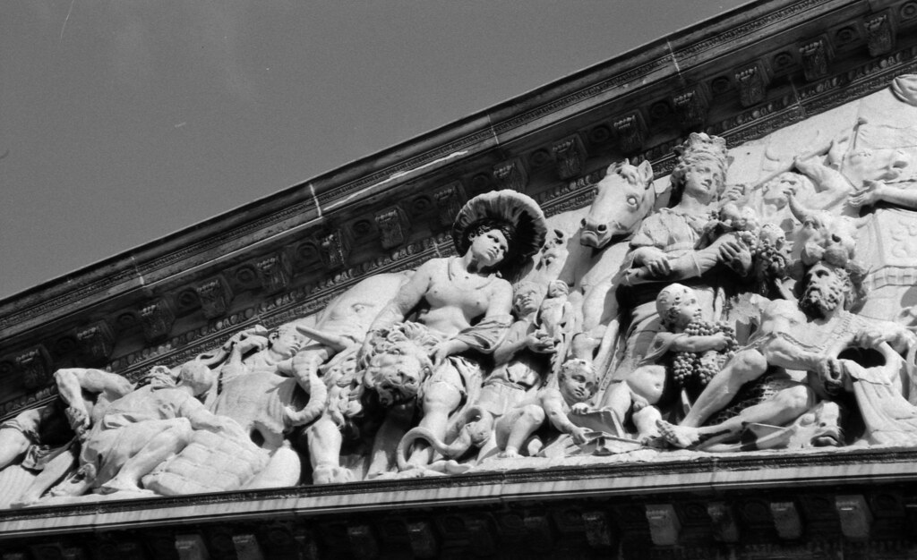 Timpaan Achtergevel Paleis Op De Dam Monument For The