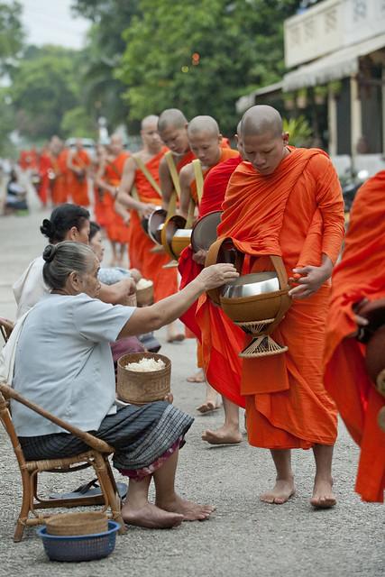 LAO025 Boun Ok Phansa - Luangprabang 25 - Laos