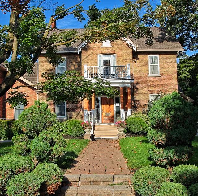Uxbriidge Onatrio ~ Canada ~ Low & Low Funeral Home ~ Heritage Building
