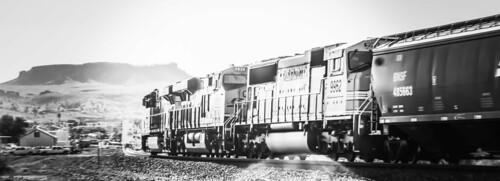 unittrain westbound kingman arizona atsf blackwhite bnsf landscape locomotive seligmansub
