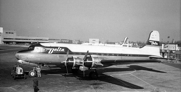 Chicago Midway Airport - Delta Airlines - DC-4