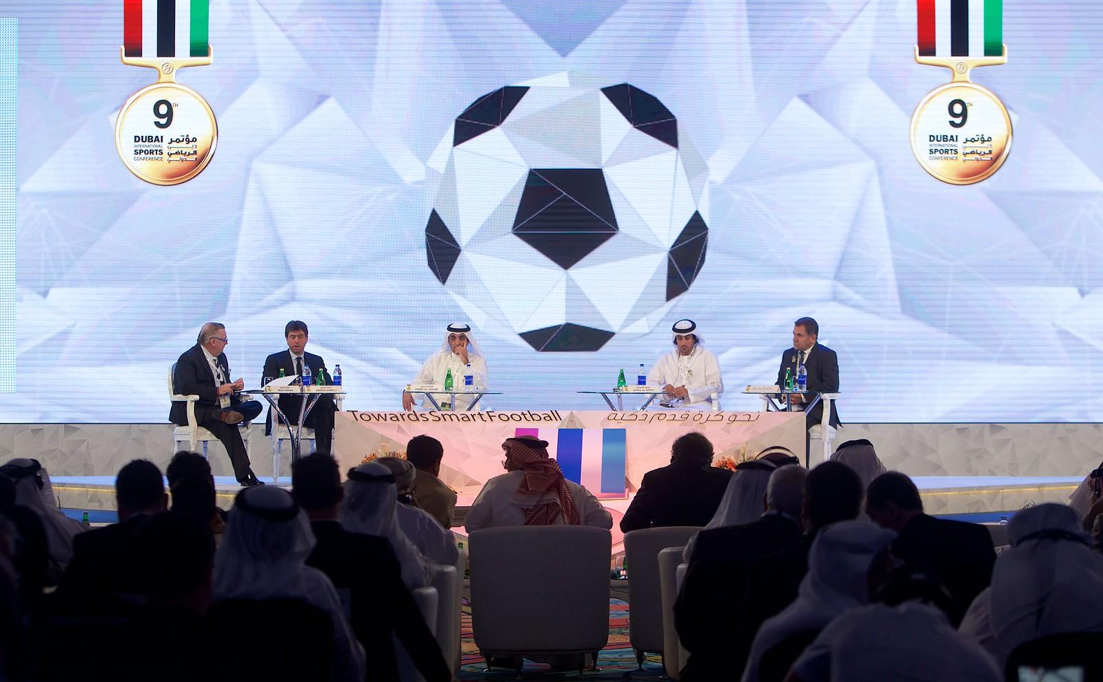 Globe Soccer 013