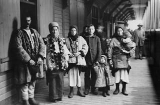 Galician immigrants, ca. 1911 / Des immigrants galiciens vers 1911