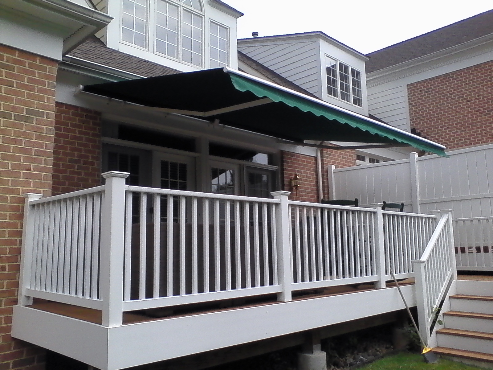 Townhouse-Retractable-Awning-Baltimore