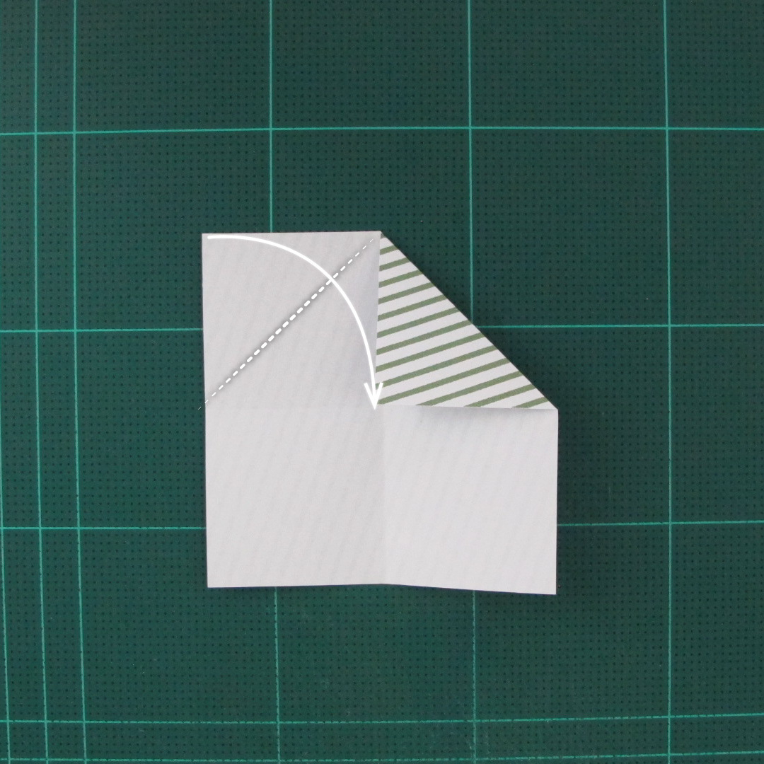 วิธีทำหรีดห้อยหน้าประตูสำหรับวันคริสต์มาส (Christmas wreath origami and papercraft) 005