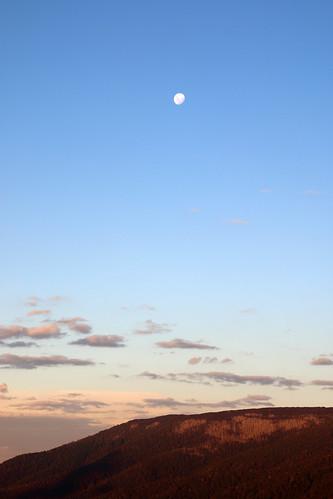 sunset moon wilderness victoriaaustralia overnighthike cathedralrangestatepark
