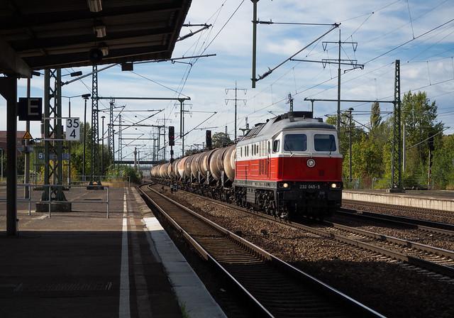 'Ludmilla' 232 045 passes Berlin-Schönefeld