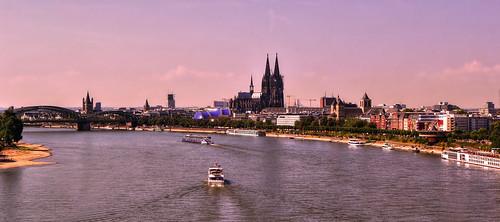 Köln ...über dem Rhein