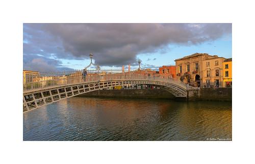 hapennybridge droicheadnaleathphingine liffeybridge droicheadnalife dublin ireland riverliffey sunset sunsetlight