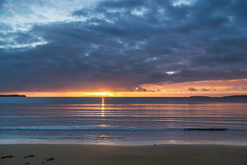 sea colour beach water rain sunrise auckland softlight orewa haurakigulf morningshowers sunrisecolour wenderholmreserve