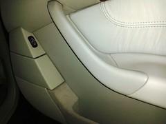 Mercedes Clase S. Limpieza Integral. Puerta Copiloto. Después.