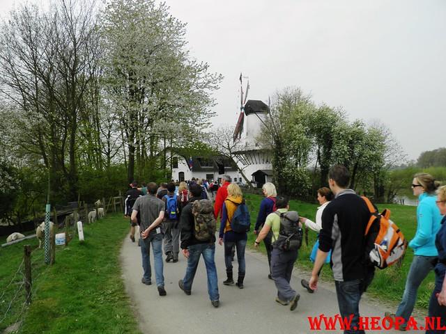 16-04-2011     Rode-Kruis   Bloesem   wandeltocht 26 Km (44)