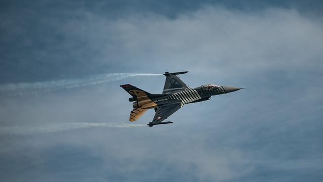 F16 Fighting Falcon_
