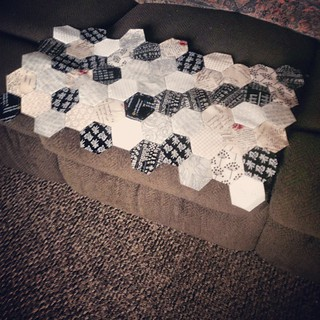 #Getyourhexieon #hexigones this month I am the Queen bee on my flicker group. I requisited low volumn 1.5 in hexi's, and my family and friends are helping too this is what my aunt has done @lelabenge. Its going fast with hexie love.