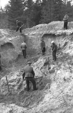 Apertura de fosas en Katyn