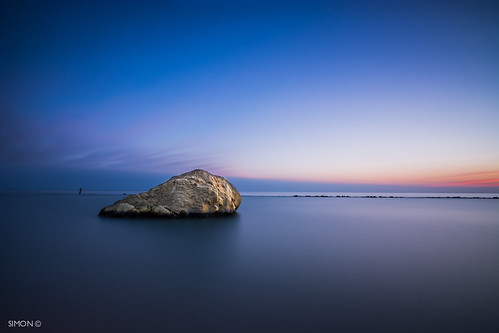 sea sky italy seascape beach rock sunrise dawn nikon italia numana marche ancona photooftheday regionemarche beachphotography rivieradelconero tokina1116
