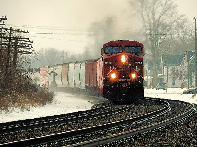 Canadian Pacific approaching the Park Avenue crossing