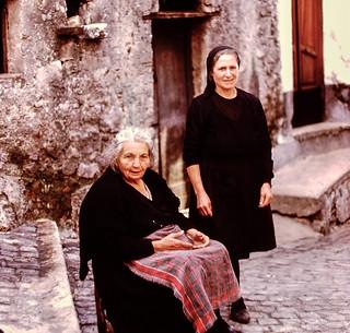 Two Women Sanza 1974-0012