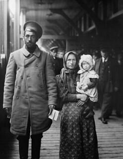 Dutch immigrants, 1911 / Des immigrants néerlandais en 1911 | by BiblioArchives / LibraryArchives