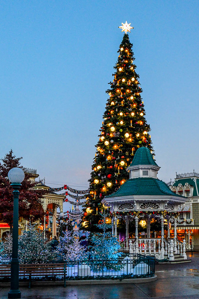 Disneyland During Christmas.Town Square During Christmas Town Square In Disneyland Par