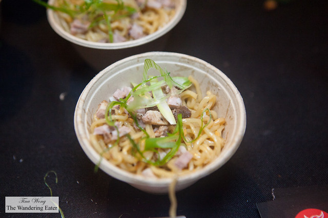 Garlic noodles - Egg noodles in garlic oil, pork, roasted garlic and scallions by Tabata Noodle