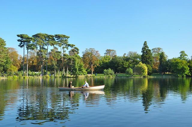 Paris/ Bois de Boulogne / Boat trip on the lake