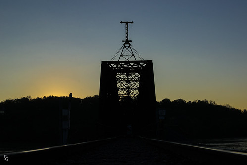 dubuque iowa mississippiriver dubuquerailbridge dawn sunrise railroad tracks