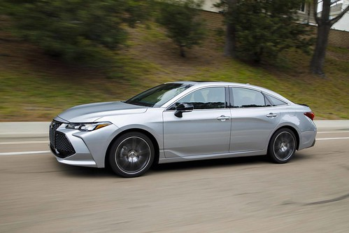 2019_Toyota_Avalon_ 001 Photo