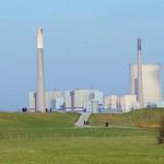 In der Walsumer Rheinaue kann man bis zum heute stillgelegten Kraftwerk Voerde schauen