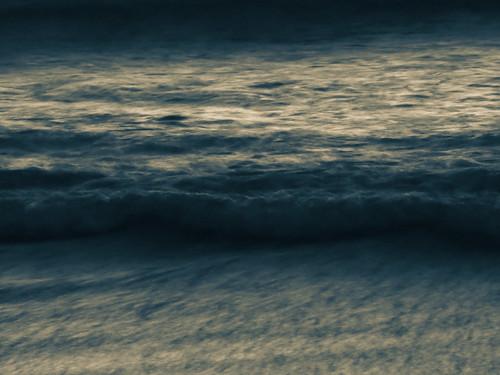 blue monocolor monocolour newzealand nz southisland canterbury christchurch newbrighton beach ocean pacific sea waves dawn sunrise twilight winter