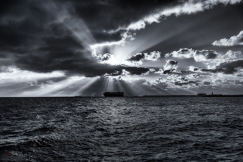 ocean travel sunset sea blackandwhite seascape monochrome 35mm landscape ship sony indianocean australia sunrays westernaustralia freemantle intothewest a7r