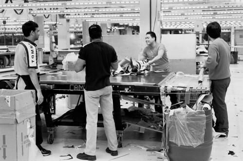 Male Factory Workers / Travailleurs en usine