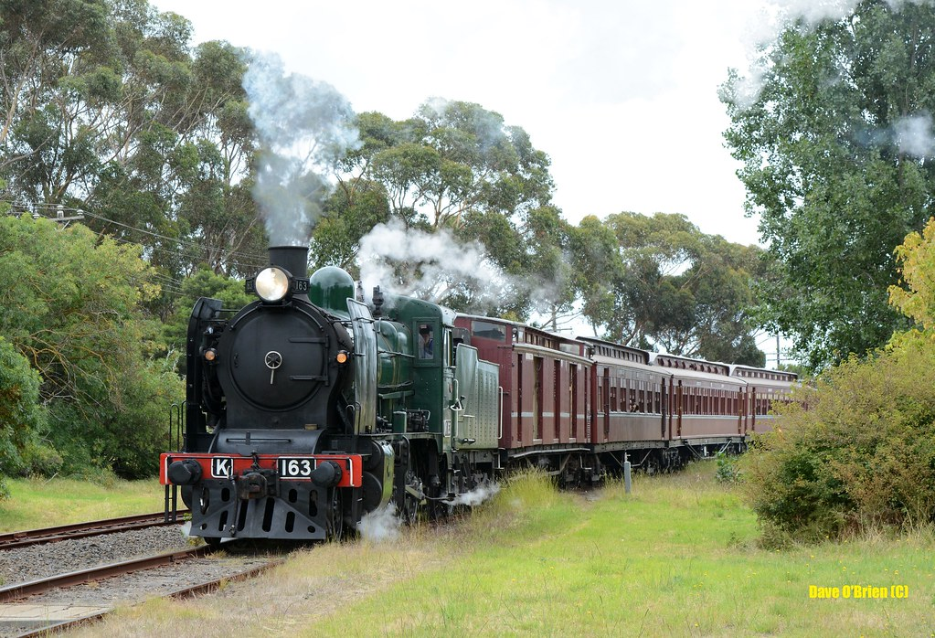 K163 leaves Mornington with a pass to Moorooduc. 8/2/15 by Dave O'Brien