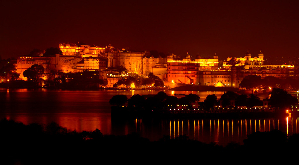 Udaipur by Night - Cit...