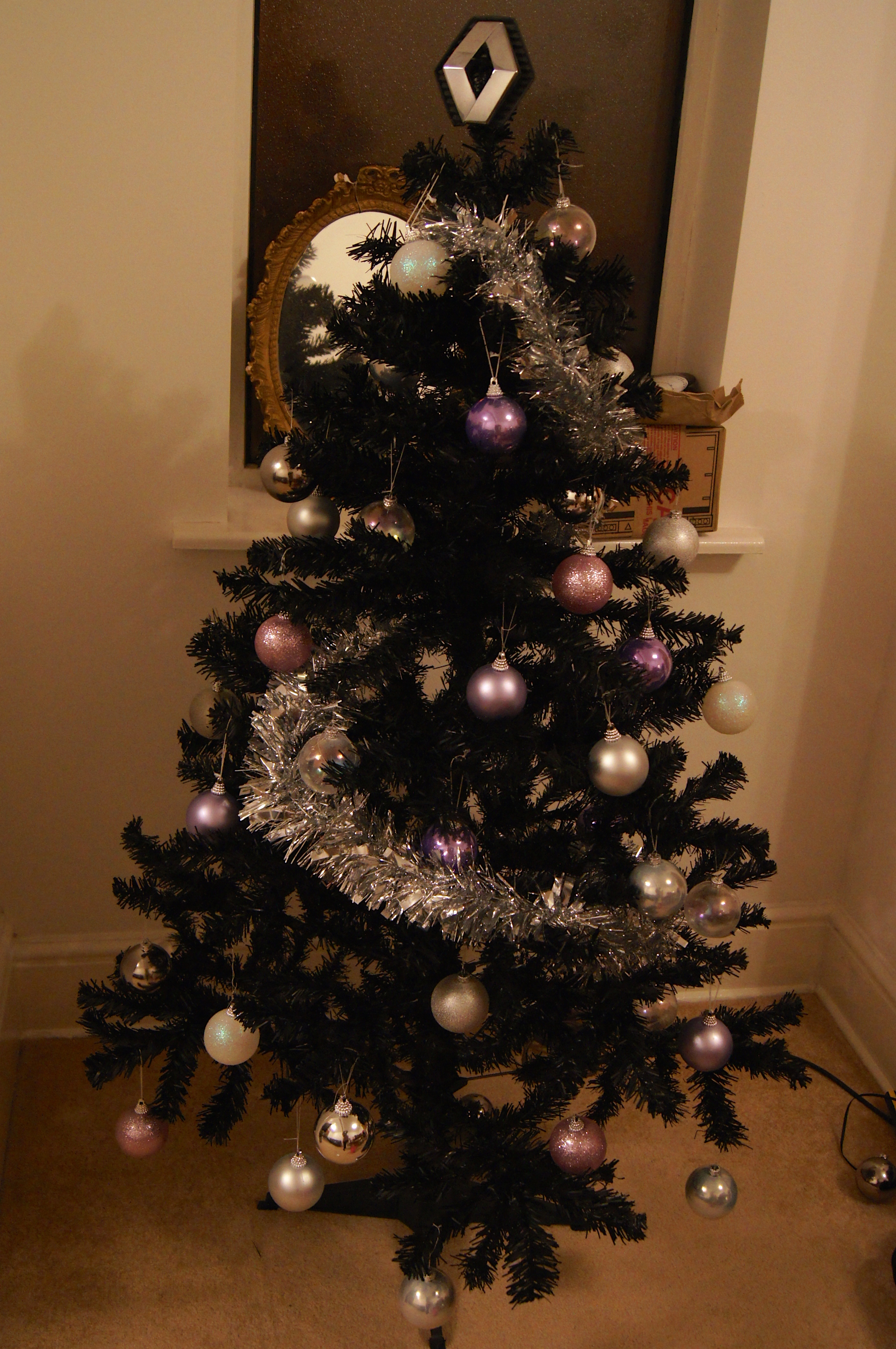 Decorating our Morbid (but fabulous) Little Christmas Tree