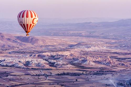 sunrise turkey rocks valley hotairballoons cappadocia göreme goreme rockformation fairychimney üçhisar