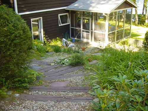 summer garden cottage lakehouse