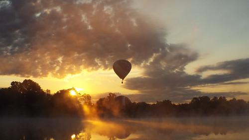 sunrise lake water balloon hotair aviation clouds ray sun sunray louisville kentucky usa letsguide golden dawn goldendawndiner newjersey gold