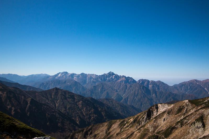 稜線の向こう側の景色