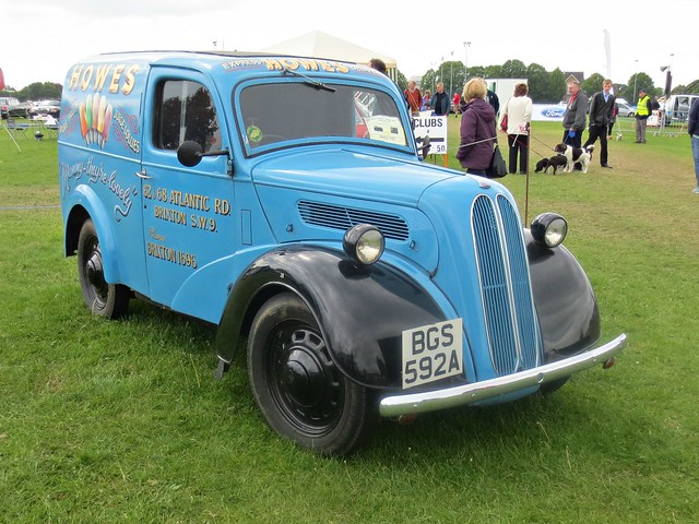 269 Fordson Thames 8 Van (1950)